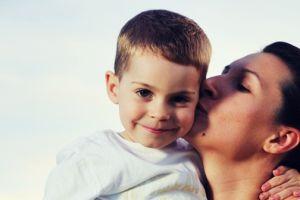 Voz da mãe 'ativa' as mais diversas regiões do cérebro, aponta pesquisa