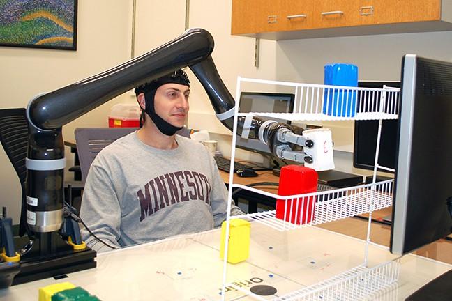universidade de michigan - bin he controle braço robótico