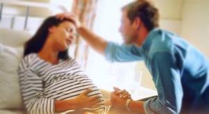 hora do parto - toque de maos entre o casal